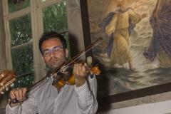 Sylvia Lawaty mit Musikern aus Kurdistan und Chor