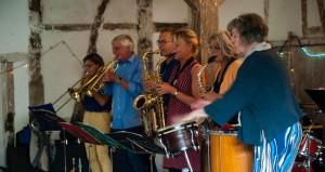 QUÉKE bei der Musikmeile im vergangenen Jahr in Kramers Kuhstall . (c) Jörn Bielenberg